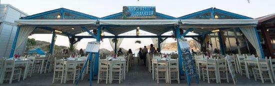 Almyrida, اليونان: Ligo Krasi... Ligo Thalassa...