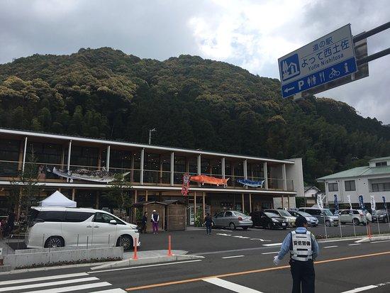 Michi-no-Eki Yotte Nishi Tosa