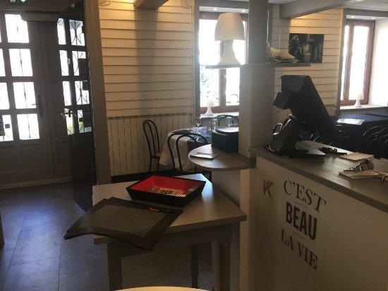 Lure, Frankrike: L'entrée du restaurant