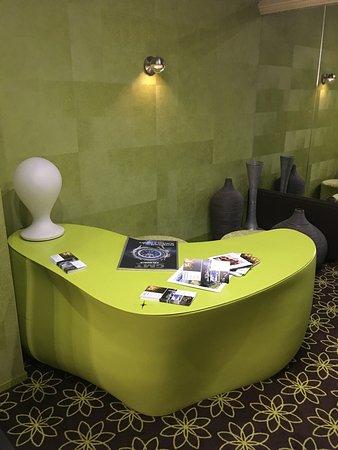 Post Hotel Weggis: Frühstück mit traumhaften Panorama. Fitness Hallenbad und extravagante Lobby