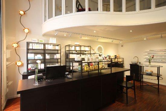 Dr.Hauschka Store + Studio