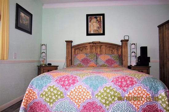 Faraway Inn : Newly Remodeled Gulf View Room 12 - Queen bed, fridge, micro, toaster,coffee maker, tub/shower