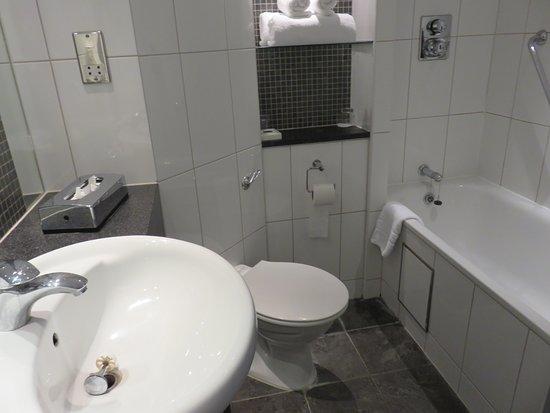 Borehamwood, UK: ホテル・バスルーム
