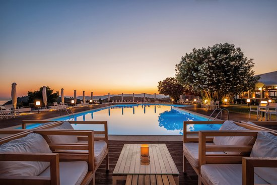 Skiathos palace hotel koukounaries reviews photos for Skiathos hotels