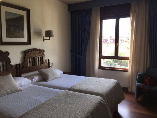 Hotel Don Paco: Habitación pulcra y bonita