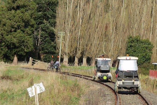 Taumarunui, Nya Zeeland: Catching up with the cycle cart.