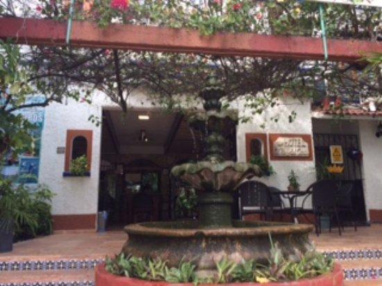 Eco-Hotel El Rey Del Caribe: Front of the hotel.