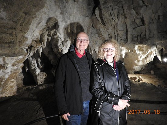 Spellbound Glowworm & Cave Tours : The guide helps you take photos while in the cave.