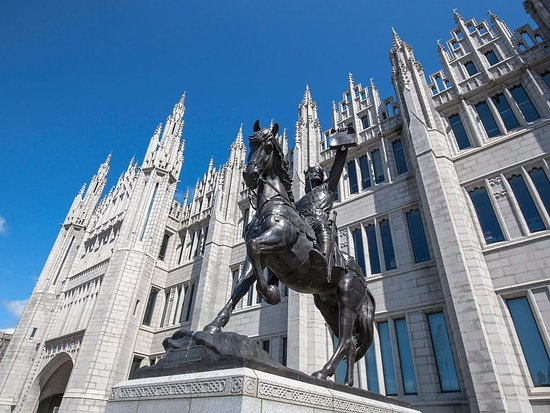 Marischal College and statue of Robert the Bruce Aberdeen City Centre