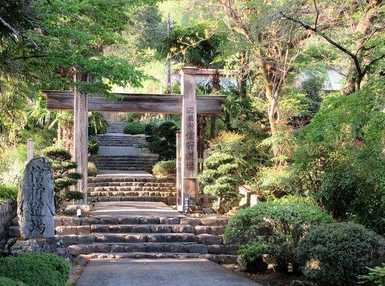 Grave of Nichirenshoto Gosoan: 修行道場