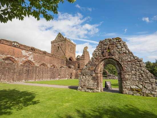 Dumfries, UK: Sweetheart Abbey (dating from the 13c) at the village of New Abbey