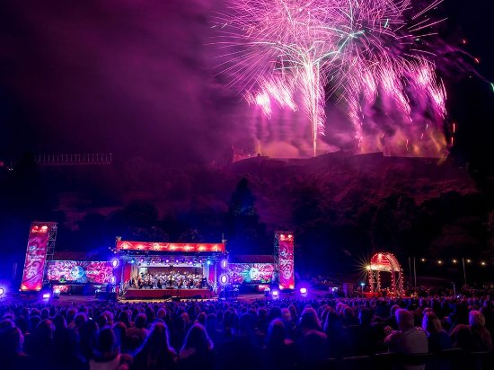 Écosse, UK : Edinburgh Festival fireworks finale