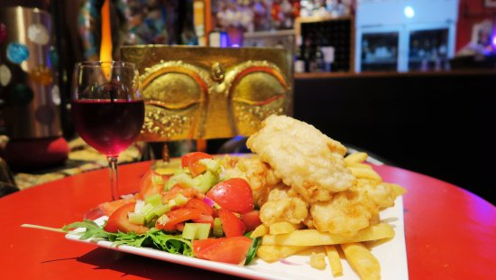 New Norfolk, Australia: Everyday Special- Fish & Chips with plenty of Salad