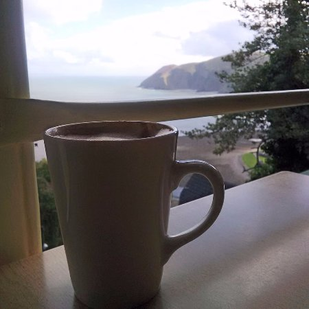 Cliff Top Cafe: Sipping coffee and admiring the view.