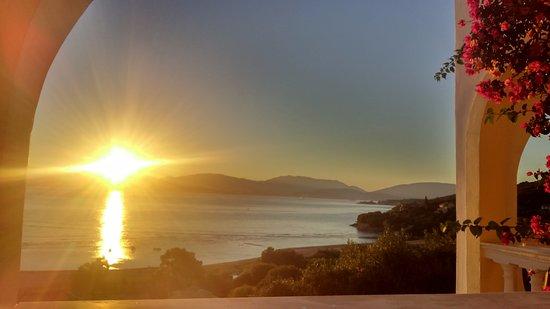 Dionysos Apartments: Vista dell'alba dal balcone del monolocale