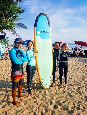 EP's Bali Surf: First surfing with our cool teacher!