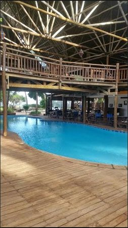 Azanzi Beach Hotel: This was taken of the awesome semi covered pool