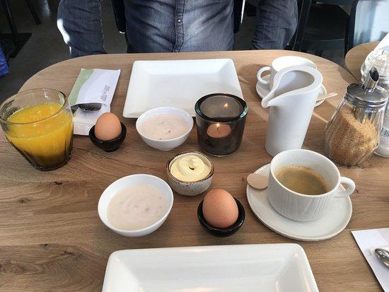 Nes, Belanda: Heerlijk ontbijt!