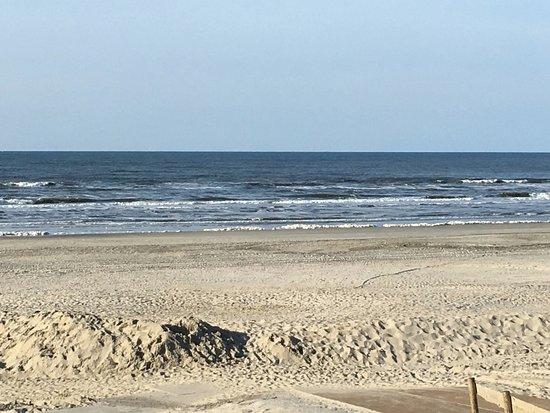 Nes, Belanda: lekker uitwaaien op het strand.