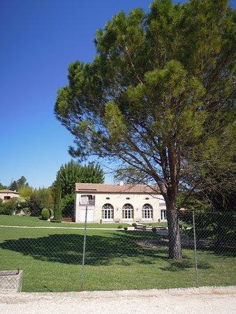 Cabries, Francia: het appartementengebouw