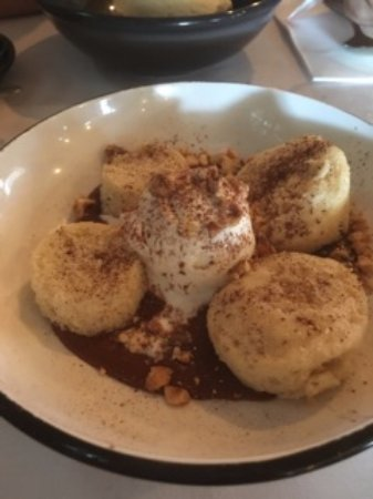 Moonee Ponds, Australia: Warm hazelnut pudding - yum