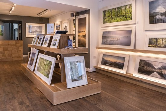 Kenmare, Irlandia: Interior of gallery at Norman McCloskey Photography