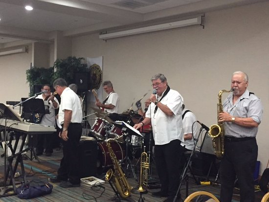 Holiday Inn Houma: La Rose band in Conference Area