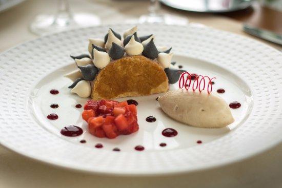 Restaurant Le Lodge : Entremet aux fraises