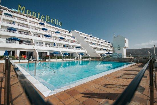 Servatur Montebello Apartments: Piscina y apartamentos