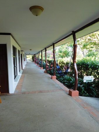 Hacienda Guachipelin: along the path to the room