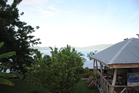 Cocoa Village Guesthouse: Morning view from the room to the lake