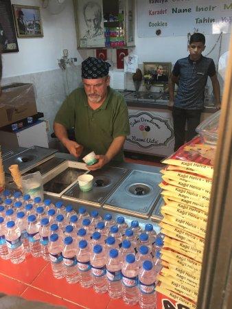 Nazmi Usta Girit Dondurmalari: photo1.jpg