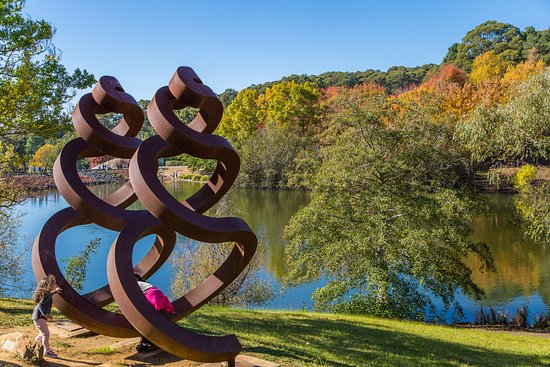 Greater Adelaide, Australien: Scultures by the lake