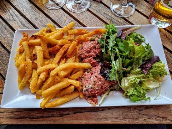 Nanterre, France: Table réservée, arrivée à l'heure et ...1H30 d'attente pour voir arriver un Tartare à 18.50€ ...