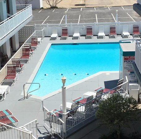 Pavilion Motor Lodge: Our rooms in the main building overlook our heated outdoor Pool & Courtyard
