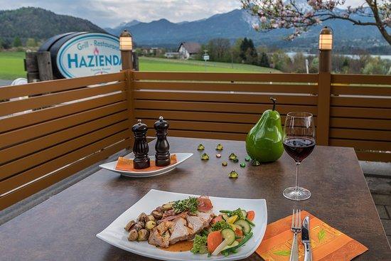 Drobollach am Faakersee, Austria: Genuss pur auf der Hazienda Terrasse