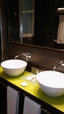 Vincci Centrum Hotel - Madrid | Oyster.com Review & Photos