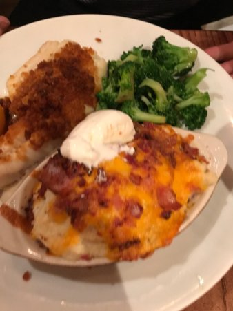 Attleboro, แมสซาชูเซตส์: baked haddock and loaded mash potatoes