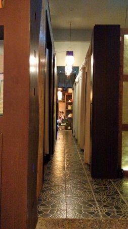 Bella Isa Salon and Spa: hallway