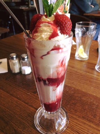 Upton St Leonards, UK: the perfect way to end a tasty meal. Eton mess sundae