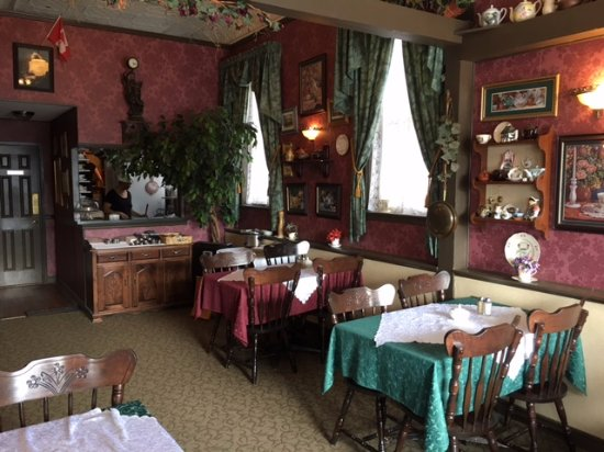 Old Curiosity Tea Shop: Victorian era dining