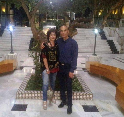 San Juan De Aznalfarache, Ισπανία: Un olivo que no quisieron cortar a la hora de construir el hotel
