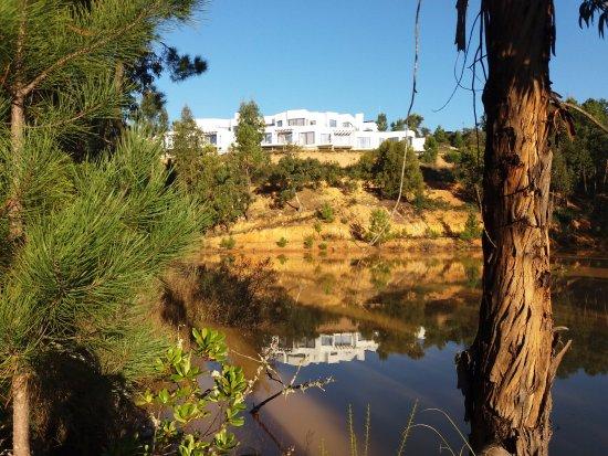 Sao Teotonio, Portugal: Vista do lago sob o Hotel