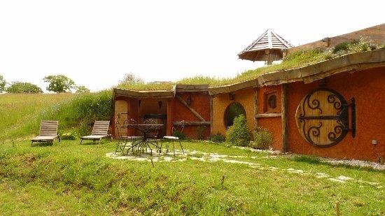 Cabane Hobbit extérieur - picture of la cabane-spa hobbit, salignac-eyvigues