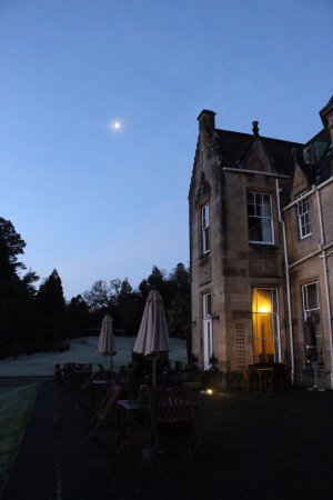 Stonefield Castle Hotel: The hotel from outside - an early winter morning!