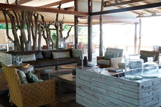 Wilderness Safaris Kings Pool Camp: Main Lounge Area at Kings Pool