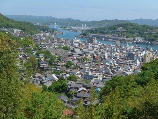 Mukaishima: 千光寺の山腹から見た市街と向島の風景