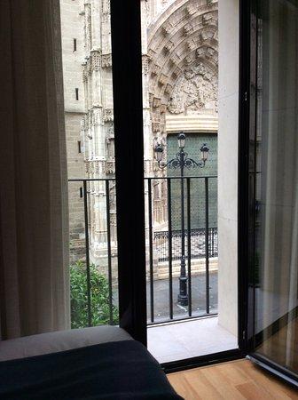 Puerta Catedral Suites: Chambre 2 lits dos à dos sur la cathédrale avec salle de douche