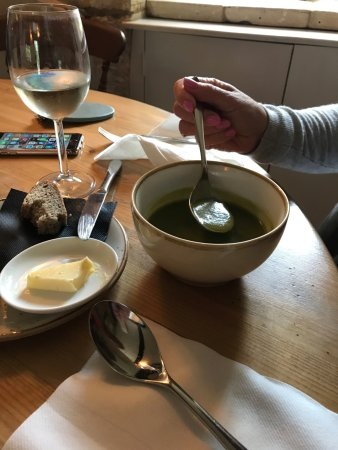 Lower Slaughter, UK: Leek & Potato Soup (Tasteless)