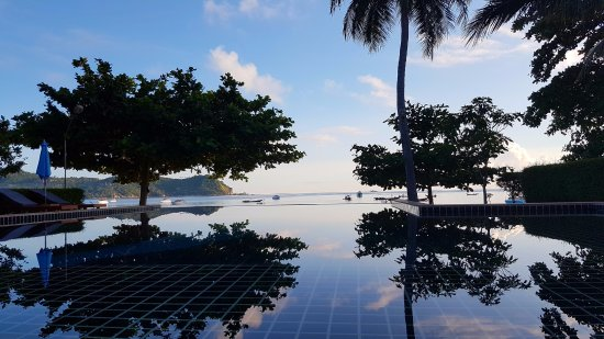Starlight Resort: Alberca infiniti con vista al mar.